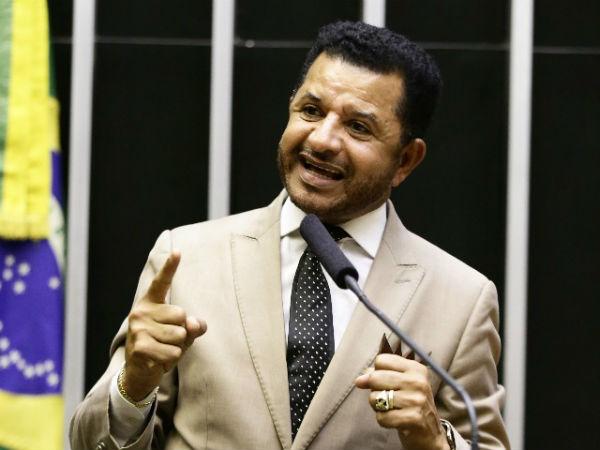 Deputado cita Carnaval e pede proibição do uso de recursos públicos em eventos com 'escárnio' contra religiões