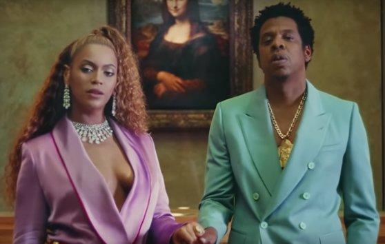 Beyoncé lança álbum surpresa com direito a clipe gravado no Louvre