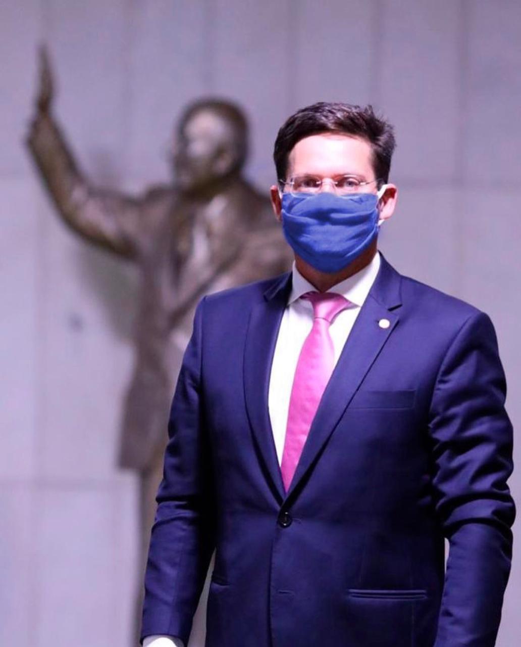 Bolsonaro confirma João Roma para ministro da Cidadania