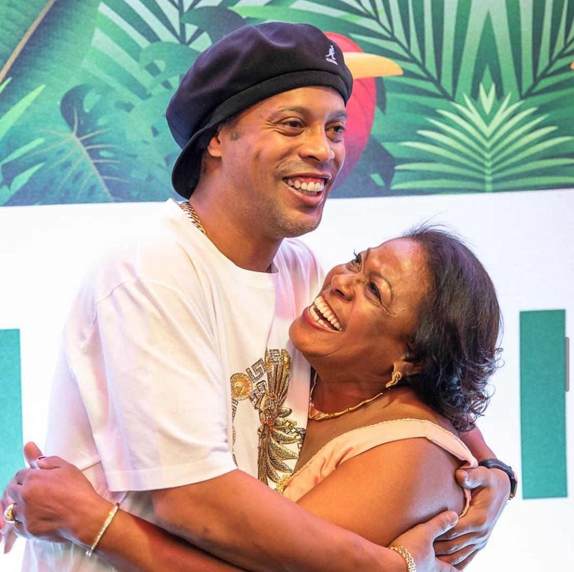Internada desde dezembro, mãe de Ronaldinho Gaúcho morre de Covid-19